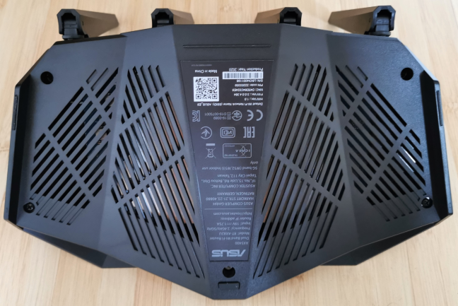 The bottom side of the ASUS RT-AX82U