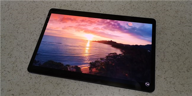 Samsung Galaxy Tab S7+ comes with a Super AMOLED display