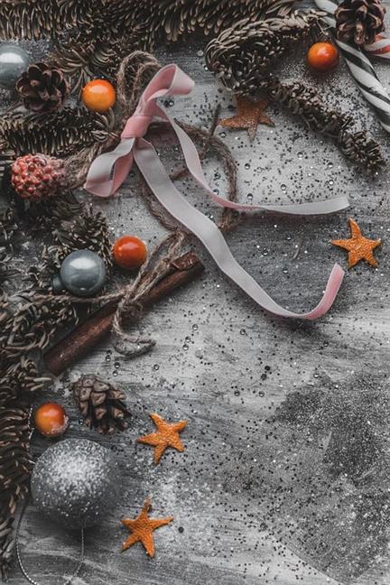 Christmas decorations and cinnamon