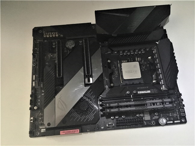 The AMD Ryzen 5 3600X mounted on an ASUS ROG Crosshair VIII Hero (Wi-Fi)