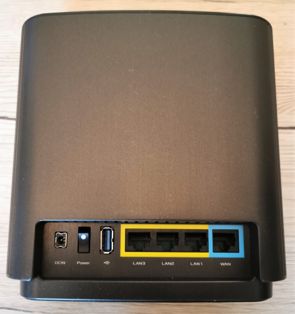 The ports available on the ASUS ZenWiFi AC (CT8)