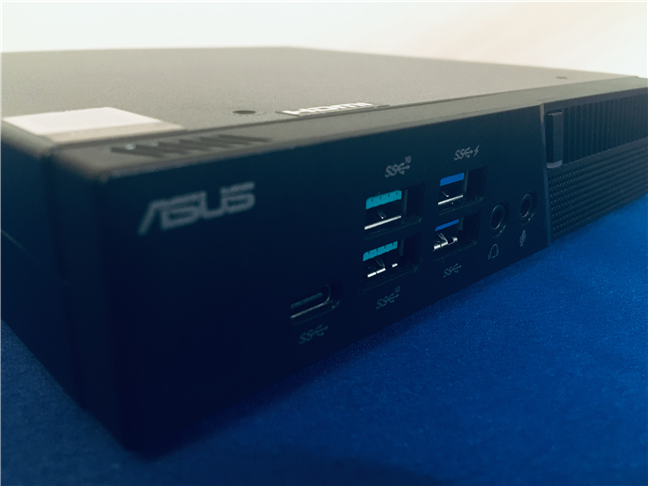 View of the front ports available on the ASUS Mini PC PB60G