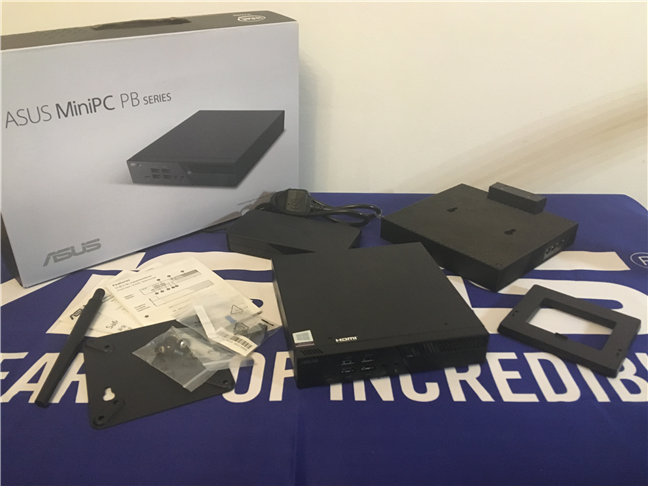 The contents of the ASUS Mini PC PB60G package