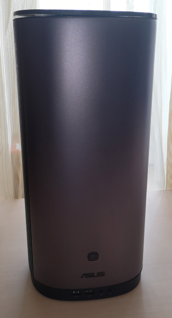 ASUS Mini PC ProArt PA90 - the front side