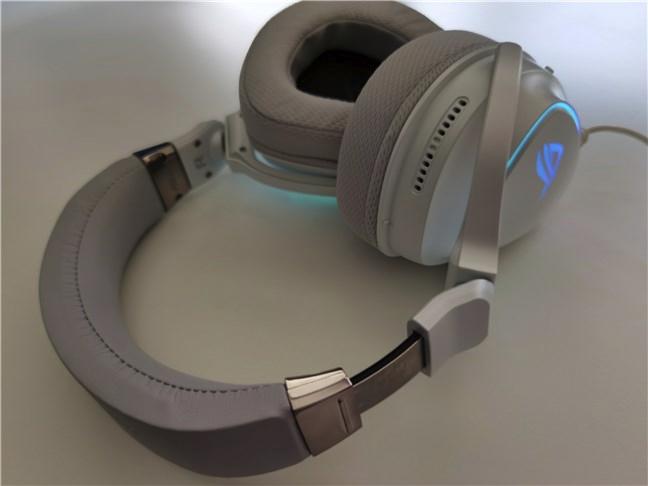 The adjustable headband of the ASUS ROG Delta