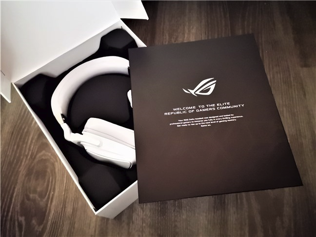 Unboxing the ASUS ROG Delta