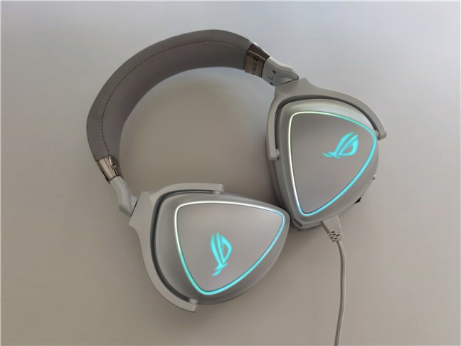 ASUS ROG Delta features RGB lighting effects and has D-shaped ear cups