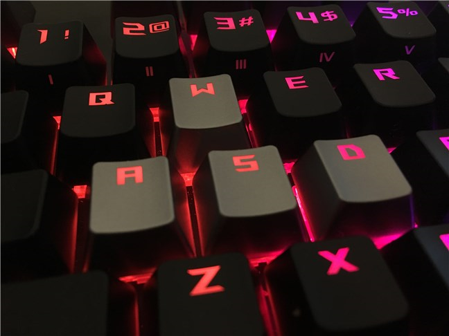 The additional WASD silver keycaps on the ASUS ROG Strix Scope