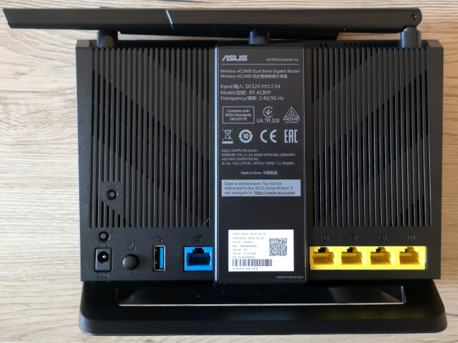 The ports on the back side of ASUS RT-AC85P