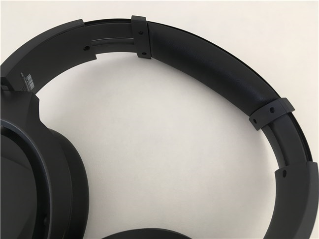 The headband of the ASUS TUF Gaming H5 headset