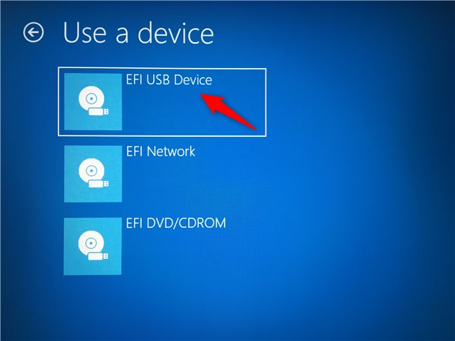 Selecting the USB flash drive from which the PC should boot