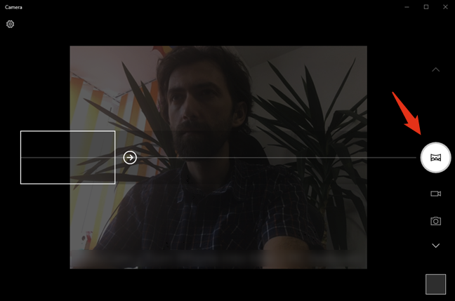Shooting a panorama photo with the webcam and Windows 10 Camera app