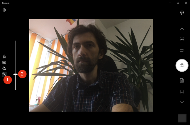 Zooming the webcam in or out with the Windows 10 Camera app