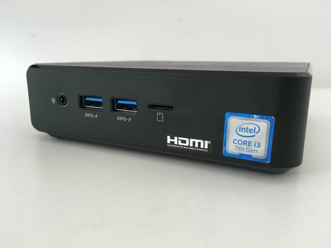 The ports found on the front side of the ASUS Chromebox 3