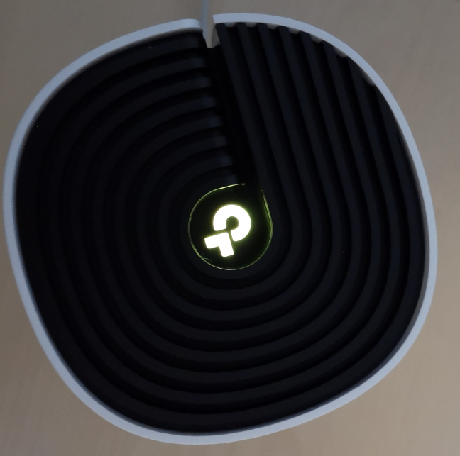 The ventilation grids on the TP-Link Deco M4