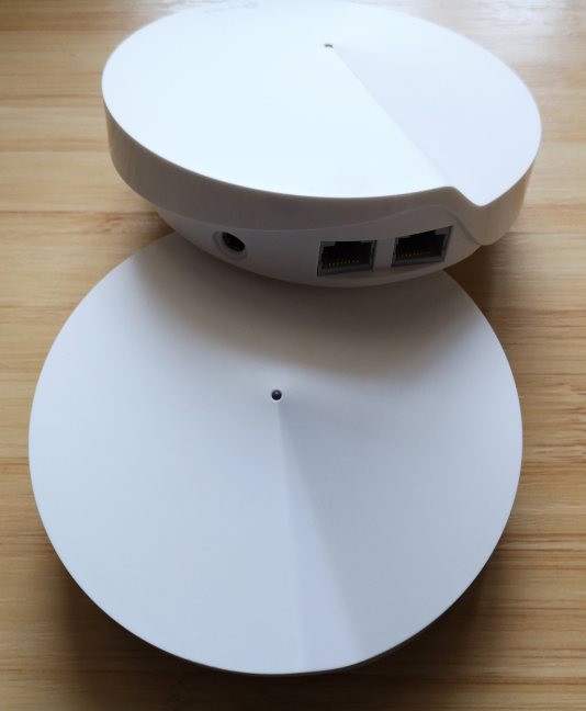 Two TP-Link Deco M5 stations