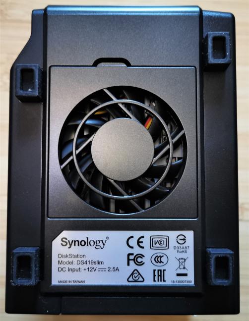 Synology DiskStation DS419slim - the ventilator on the bottom