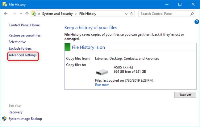 Haga clic en Configuración avanzada en Historial de archivos
