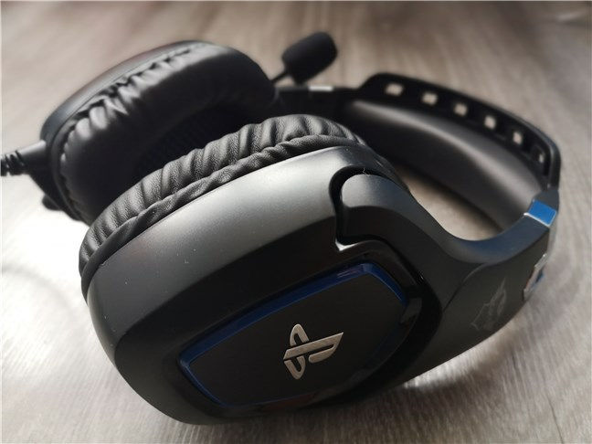 The Trust GXT 488 Forze PS4 has large and bulky earcups