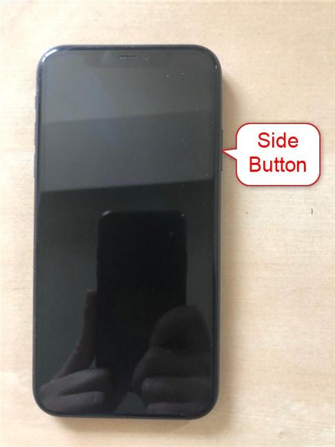 Usa el botón lateral para encender el iPhone 11