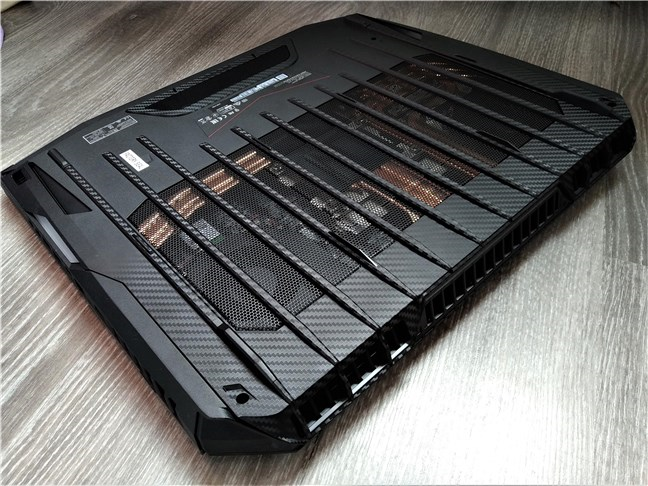 The bottom of the MSI GT76 Titan DT 9SG has a large air grille
