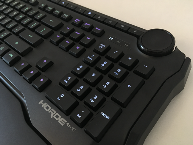 The tuning wheel on the ROCCAT Horde AIMO keyboard