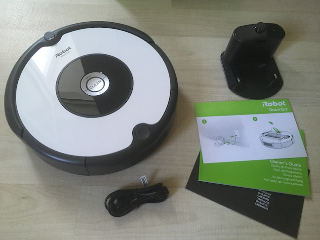 The contents of the iRobot Roomba 605 box