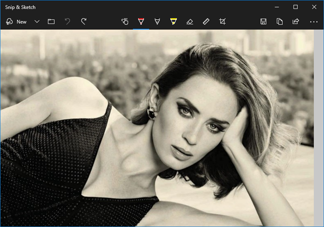 Viewing the screenshot with Snip & Sketch