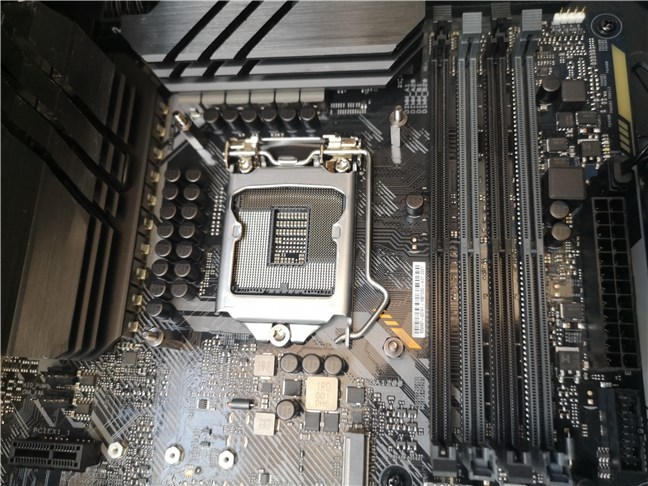 ASUS TUF GAMING Z490-PLUS (WI-FI) has 4 DDR4 DIMM slots