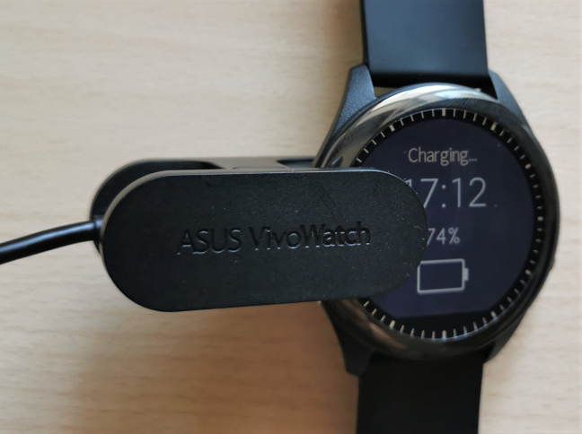 Charging the ASUS VivoWatch SP