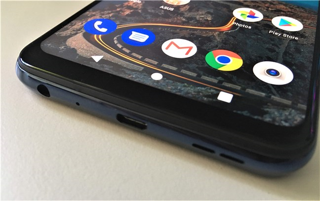 The bottom edge of the ASUS ZenFone Max Pro (M2) has a micro-USB port