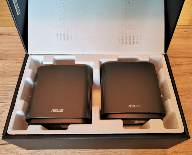 Unboxing the ASUS ZenWiFi AC (CT8)