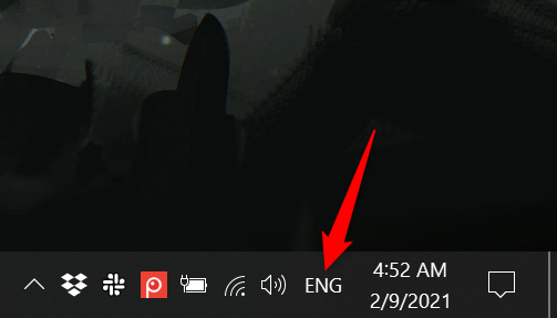 Press on the new abbreviated language icon to reveal the language bar in Windows 10