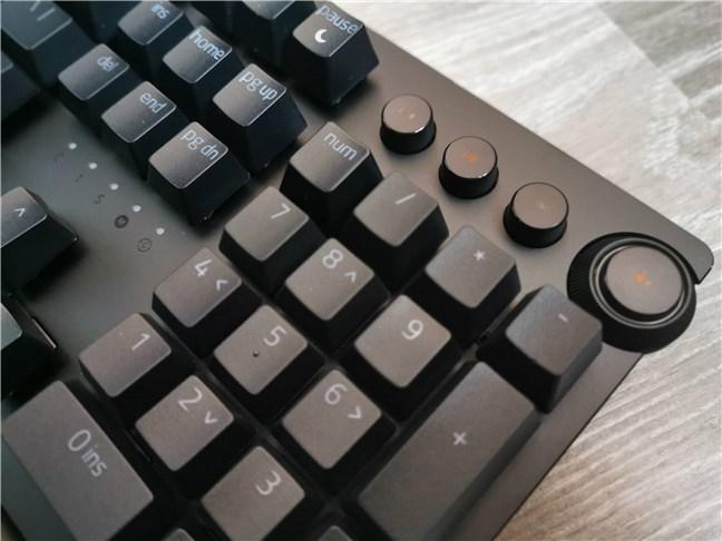 Media controls on the Razer Huntsman v2 Analog