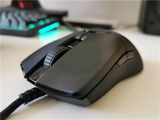 The Razer Viper 8KHz is a comfortable gaming mouse