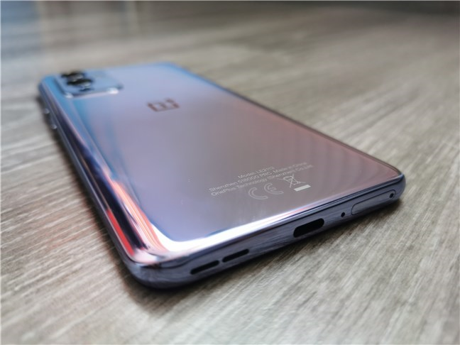 The bottom edge of the OnePlus 9