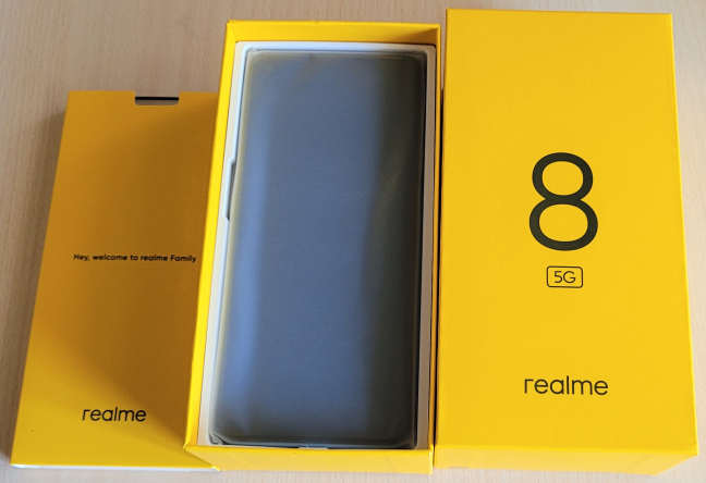 Unboxing the realme 8 5G
