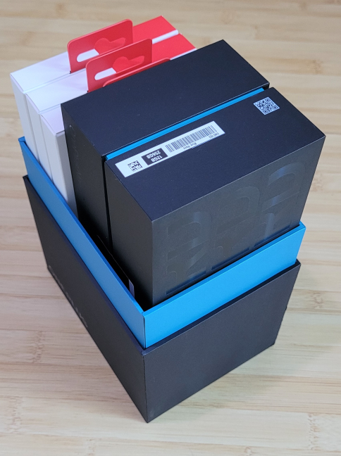 Unboxing the OnePlus Nord2 5G