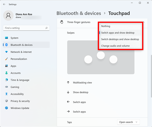 Decide what swiping with three or four fingers does in Windows 11